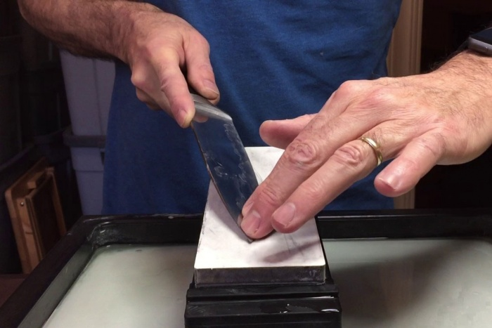 unghi ascutire cutit la piatra umeda